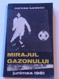 """Carte fotbal - """"MIRAJUL GAZONULUI"""" Mircea Lucescu"""