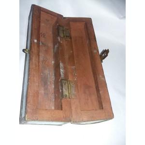 caseta veche masiva pentru ustensile de scris,toc,stilou,piesa VECHE,T.GRATUIT