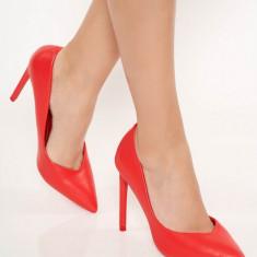 Pantofi rosu eleganti din piele ecologica cu toc inalt si varful usor ascutit
