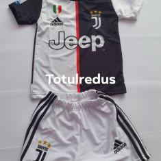 Echipament fotbal copii Ronaldo Juventus, Marime universala, Tricou + Pantalon, Nike