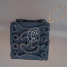 Accesoriu brad in forma de cutie, 8 cm