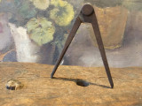 Scule / Unelte vechi - compas din metal model interesant pemtru diverse lucruri