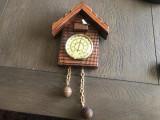 Termometru francez din lemn ,in forma de ceas cu cuc