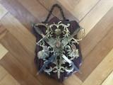 Panoplie veche miniaturala belgiana cu blazon regal si doua sabii incrucisate