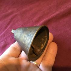 Design / Decor / colectie - Vechi clopot / clopotel din bronz model deosebit !