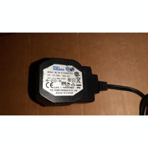 ALIMENTATOR  3V MAX 0,9 VA MODEL  DE - 0.9-03DW 35/9