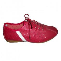 Adidas fashion, nuanta de rosu, insertie de material alb lateral