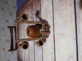 Vând suport cu butoias cu trei canute din ceramică vintage.