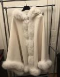 Poncho alb casmir 100% blana de vulpe