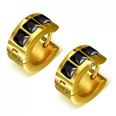 Cercei verigă aurii, din oţel, trei ştrasuri pătrate, negre