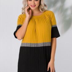 Rochie Sabrina din tricot plisata negru cu galben