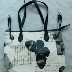 "Geanta ""English Handwritten Parfum Exquis""; 40 x 29 x 16.5 cm; ca noua"