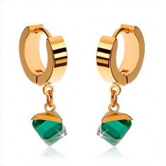 Cercei aurii, lucioşi, din oţel, cub verde smarald
