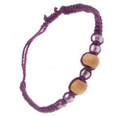 Brățară violet realizată din șnururi, bile bej din lemn, mărgele