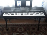 Vând Orgă Yamaha PSR-EW410 cu stativ si pedala