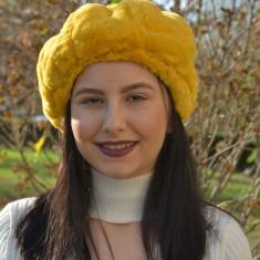 Caciula Genevie din blanita sintetica,nuanta de galben
