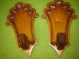 Pereche de sfesnice de perete sculptate in lemn.