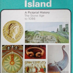 Invaded Island. A Pictorial History. The Stone Age to 1086, vol. I