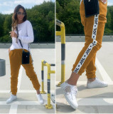 Pantaloni dama casual maro tip jogger cu dunga alba