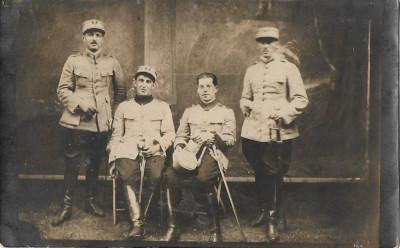 Ofiteri romani cu sabii fotografie veche interbelica foto
