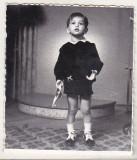 bnk foto - Copil cu jucarie