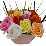 Aranjament floral deosebit 15 trandafiri cutie roz, flori de sapun