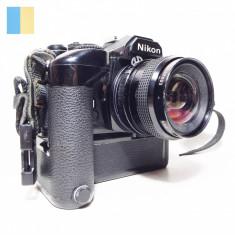 Nikon FM cu obiectiv Kino Precision Kiron 28mm f/2 si Nikon MD-12 Motor Drive
