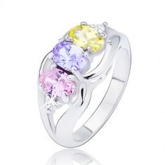 Inel lucios de culoare argintie, trei zirconii ovale colorate încrustate între valuri - Marime inel: 49