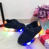Cumpara ieftin Adidasi albastri cu lumini LED si scai pt baieti 22 23 24