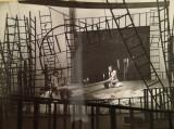 Eu nu sunt turnul Eiffel de Ecaterina Oproiu, 1969, scenografia Doina Levintza