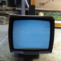Televizor portabil 220V -12V URSS  alb negru pentru filmari