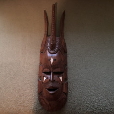 Masca veche balineza,sculptata in basorelief,lemn esenta tare