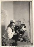 B116 Cuplu cu aparat radio circa 1934-1935 poza romaneasca