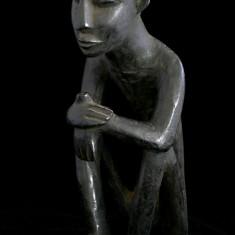 "Sculptura africana ""Ganditorul"""