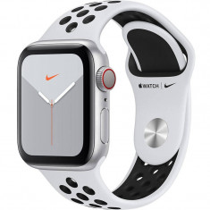 Smartwatch Apple Watch Nike Series 5 GPS Cellular 40mm Silver Aluminium Case Pure Platinum Black Nike Sport Band S/M & M/L