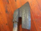 Scule / Unelte vechi - Topor / Barda / Secure pe dreapta cu maner din lemn !
