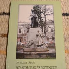 Carte despre istoria statuii Szacsvay Imre din Oradea