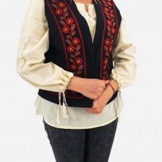 Vesta brodata cu model traditional Narci