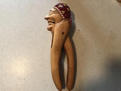 Spargator  rustic de nuci,alune,vechi german,din lemn sculptat si pict foto