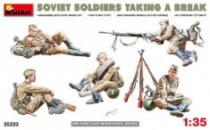 1:35 Soviet Soldiers Taking a Break - 5 figures 1:35 foto