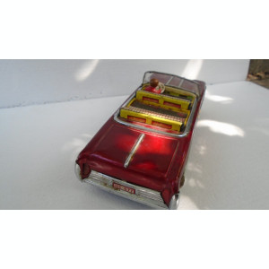 bnk jc China - masinuta cu baterii ME 411 - functionala