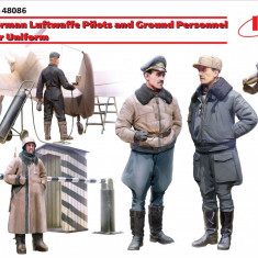 1:48 WWII German Luftwaffe Pilots and Ground Personnel in Winter Uniform - 5 figures 1:48