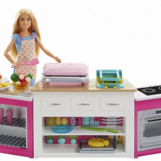 Cumpara ieftin Papusa Barbie Cu Set De Joaca Bucatarie