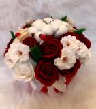 Aranjament trandafiri de sapun si flori naturale de bumbac
