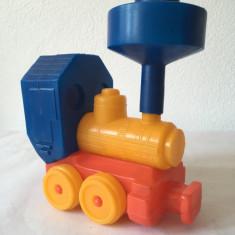 Locomotiva jucarie romaneasca sau URSS veche, plastic, tricolora, 15x19 cm