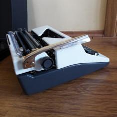 Masina de scris mecanica OLYMPIA