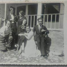 Familie perioada interbelica, pe prispa// foto tip CP