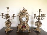 Ceas vechi ,englezesc,pentru semineu ,cu sfesnice,din bronz masiv