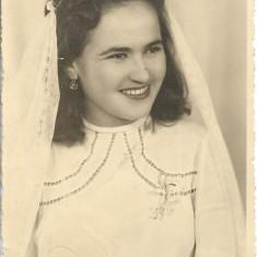Fotografie portret tanara Craiova studio poza veche romaneasca