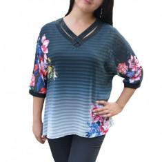 Bluza casual-elegant cu design de flori si dungi pe fond negru